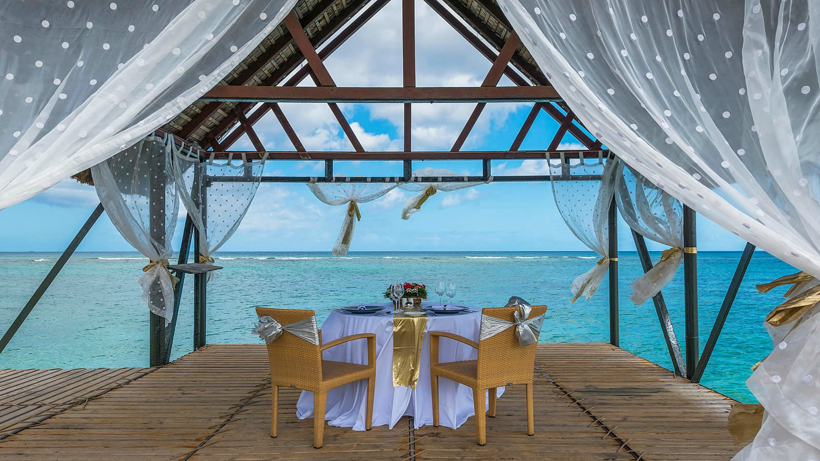 Le Meridien Ile Maurice private wedding lunch on the jet
